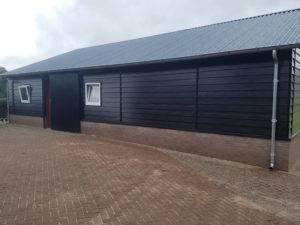 Paardenstal-houtnerf-zwart-300x225 Nieuw: Woodgrain Black Matt